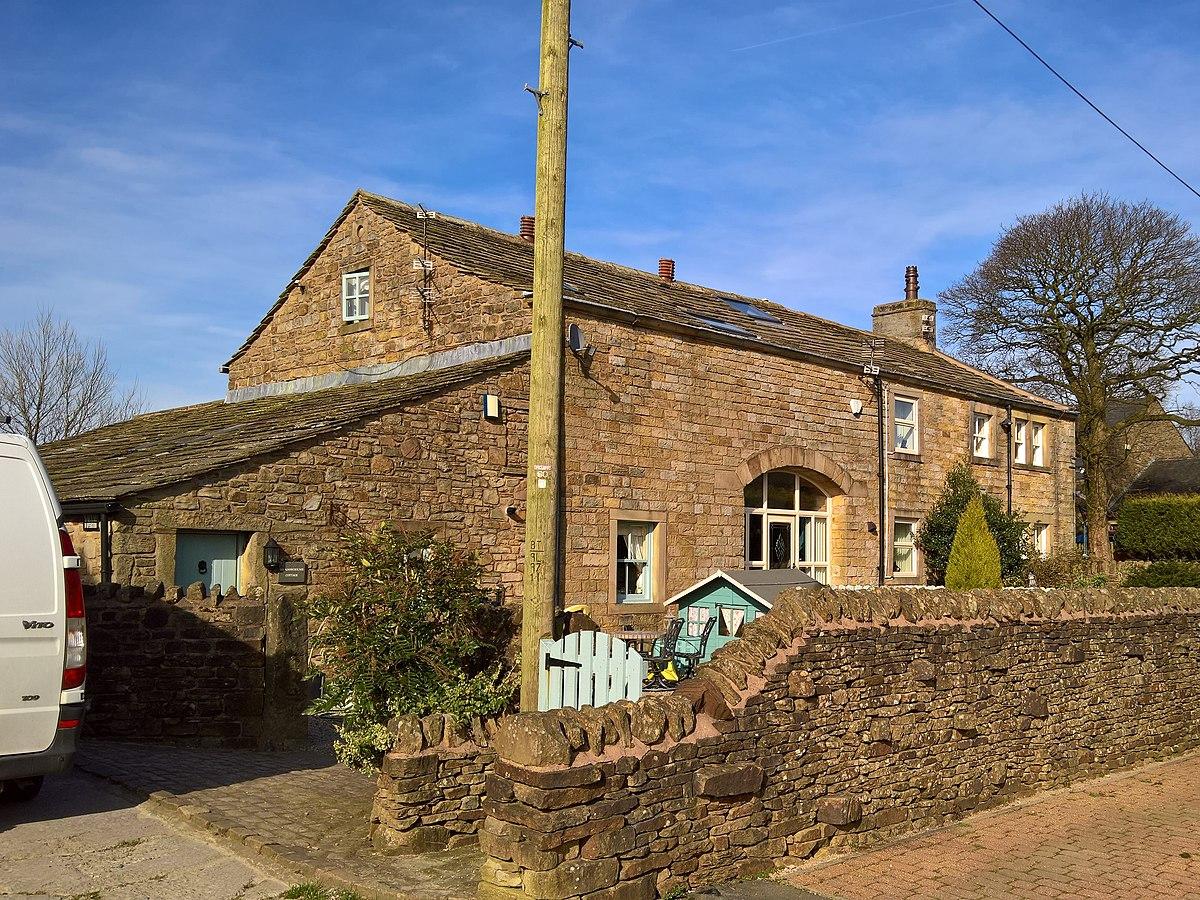 Higher Saxifield Farmhouse, Burnley.jpg