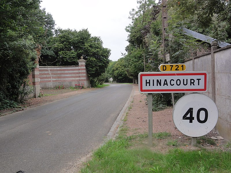 Hinacourt (Aisne) city limit sign