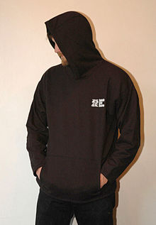 127eeff0e A person wearing a pullover hoodie