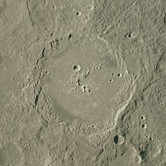 Humboldt crater AS15-96-13092.jpg