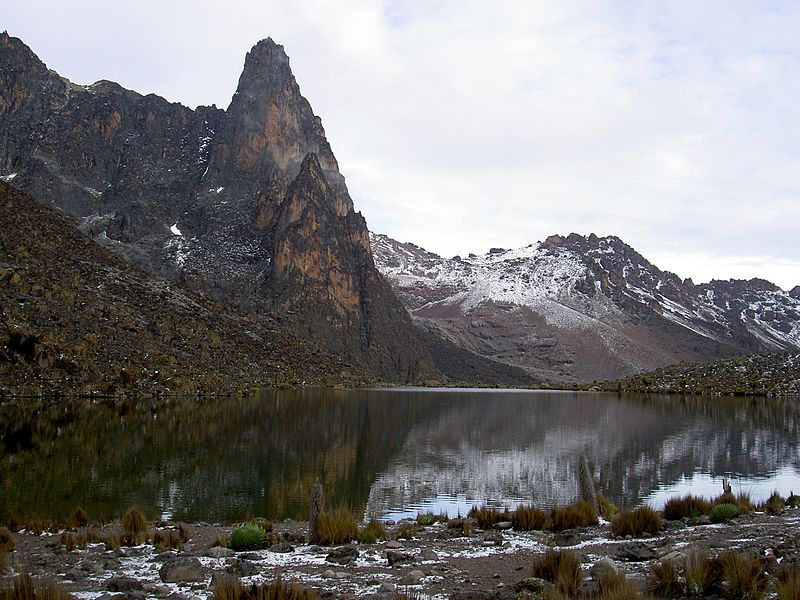 File:Hut tarn 4500m and Midget Peak Mt Kenya.JPG
