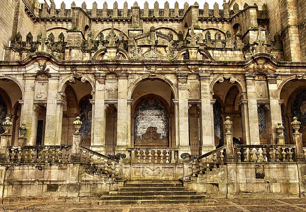 Porte latérale de la cathédrale de Porto - Photo de Véronique Mergaux