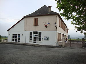 Idaux-Mendy - The town hall and school of Idaux-Mendy