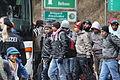 Immigranten beim Grenzübergang Wegscheid (22495401503).jpg
