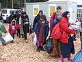 Immigranten beim Grenzübergang Wegscheid (23102251722).jpg