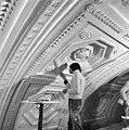 Interieur plafond balzaal tijdens werkzaamheden - 's-Gravenhage - 20086535 - RCE.jpg