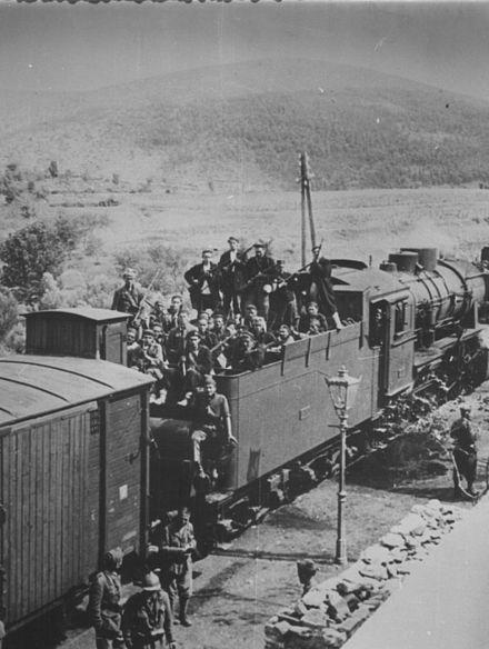 Talijani i četnici u zajedničkom pohodu protiv partizana na vlaku u Kosovu kod Knina ljeti 1942.