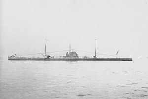 Japanese submarine Maru-3 in 1919.jpg