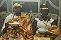Jeunes marié en tenue tradionnel akan de Côte d'Ivoire 01.JPG