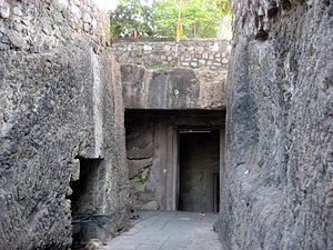 Jogeshwari Caves - Image: Jogeshwari Caves entrance