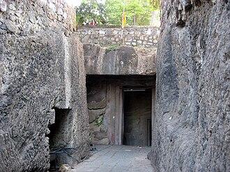 Jogeshwari Caves - Image: Jogeshwari Caves entrance