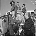 John Glenn met zijn vrouw Anna Margaret Castor en zoontje poserend op de vliegt…, Bestanddeelnr 918-2884.jpg