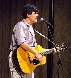 O cantor de rock JoMo (Jean-Marc Leclercq) lançou seu primeiro disco solo com composições em esperanto em 2001