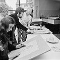 Jules Croiset zit model voor amateur-tekenaars en schilders in het Vincent van G, Bestanddeelnr 926-5328.jpg