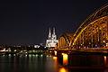 Köln Hohenzollernbrücke bei Nacht 2.jpg