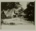 KITLV - 25909 - Maroon huts in the camp of Captain Kaké on the Cottica in Surinam - 1900.tif