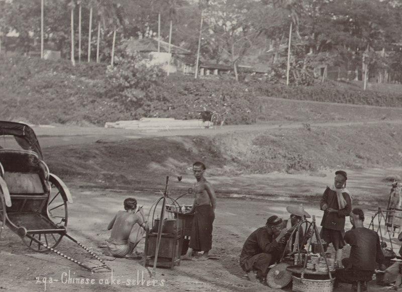 File:KITLV - 50188 - Lambert & Co., G.R. - Singapore - Chinese cookie sellers in Singapore - circa 1900.tif