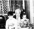 Kaczorowski z wnukami.jpg