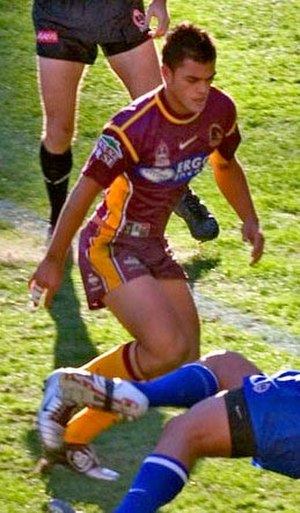 Karmichael Hunt - Hunt in action in 2004, his debut NRL season.