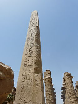 قائمة ملوك مصر (عصر الدولة الحديثة) الاسرة 18 250px-Karnak-obelisk-thoutmesI