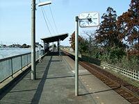 Kashima-seaside-railway-Kashima-nada-station-platform.jpg