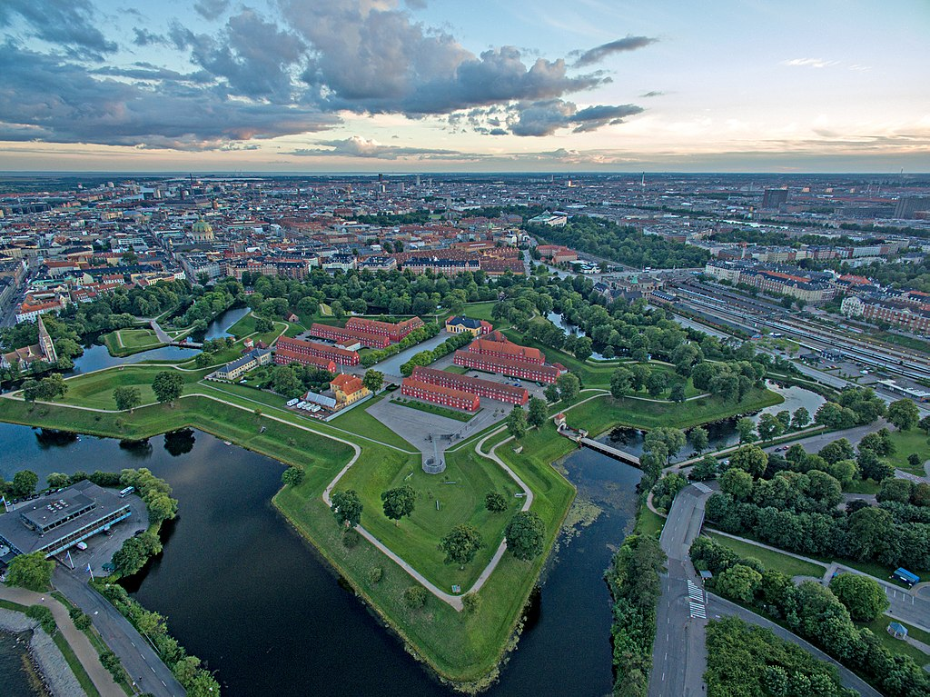 Vue aérienne sur le fort du Kastellet à Copenhague et de la gare Osterport. Photo de  CucombreLibre from New York, NY, USA