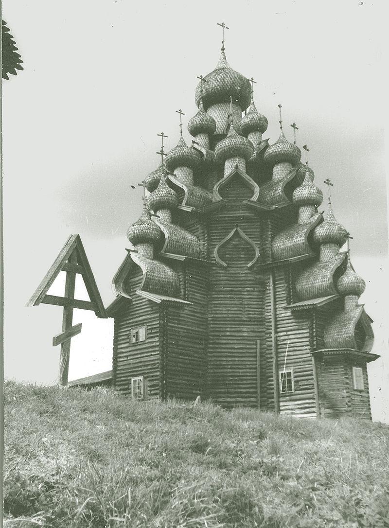 https://upload.wikimedia.org/wikipedia/commons/thumb/f/fa/Kizhi.Transfiguration_Church.jpg/800px-Kizhi.Transfiguration_Church.jpg