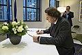Koenders tekent condoleanceregister Franse ambassade (4).jpg