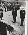 Kransleggingen, gedenktekens, oorlogsslachtoffers, ministers, Luns, JAMH, Ma, Bestanddeelnr 083-0931.jpg