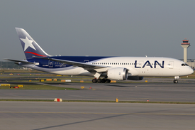 LAN Airlines Boeing 787-8 CC-BBE FRA 2014-06-09.png
