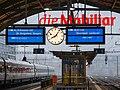 LCD-Fahrtzielanzeigen im Bahnhof St. Gallen.jpg