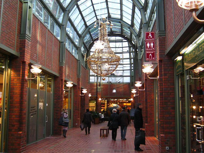 800px-Ladenzeile_im_Hanse-Viertel_Hamburg.jpg?uselang=de