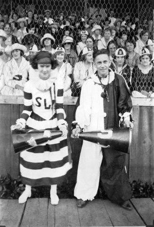 Cheerleading uniform - Cheerleaders from 1922