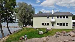Lake Saadjärv Äksi lake side building.jpg