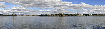 Lake burley griffin panorama left.jpg