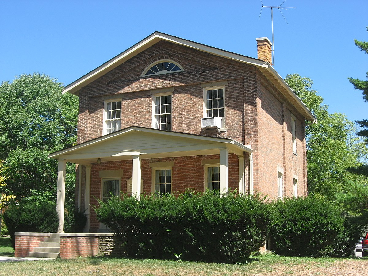 Langstroth Cottage front and southern side, closeup.jpg