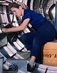 Left, B17F - Woman workers at the Douglas Aircraft Company plant, Long Beach, Calif (cropped).jpg