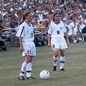 Kristine Lilly - Lilly (left) with Mia Hamm in St. Louis, 1998