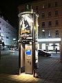 Litfasssaeule modern integriertes Infoterminal Wien 20100929.JPG