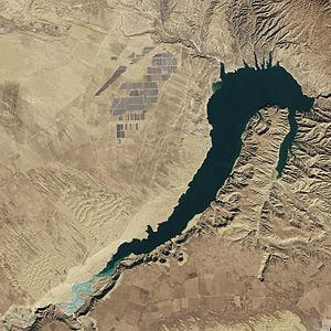 Longyangxia Dam - Satellite picture of the Longyangxia Dam reservoir and solar power park