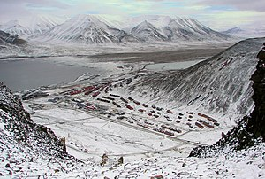 Longyearbyen-Adventsfjorden-And-Valley.jpg