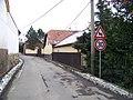 Lounín, silnice k návsi od západu (01).jpg