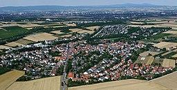 Luftaufnahme des rheinhessischen Ortes Klein-Winterheim (2015)