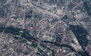 Au-Haidhausen - Au-Haidhausen enclosed by Munich East station (top) and the Isar (bottom)
