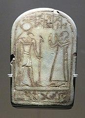 stèle miniature du vizir Paser devant Thot couronné de la Lune