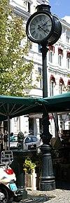 foto van Paardendrinkbak en straatklok