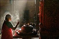 Madurai Meenakshi temple prayer.jpg