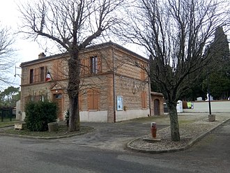 Auribail - The town hall in Auribail