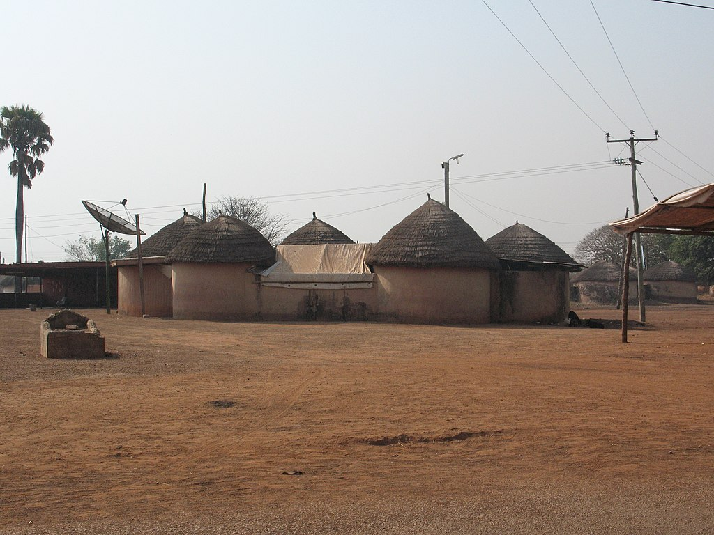File maison traditionnelle yendi ghana jpg wikimedia for Maison traditionnelle