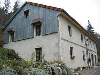 Maison typique du Jura 3.jpg